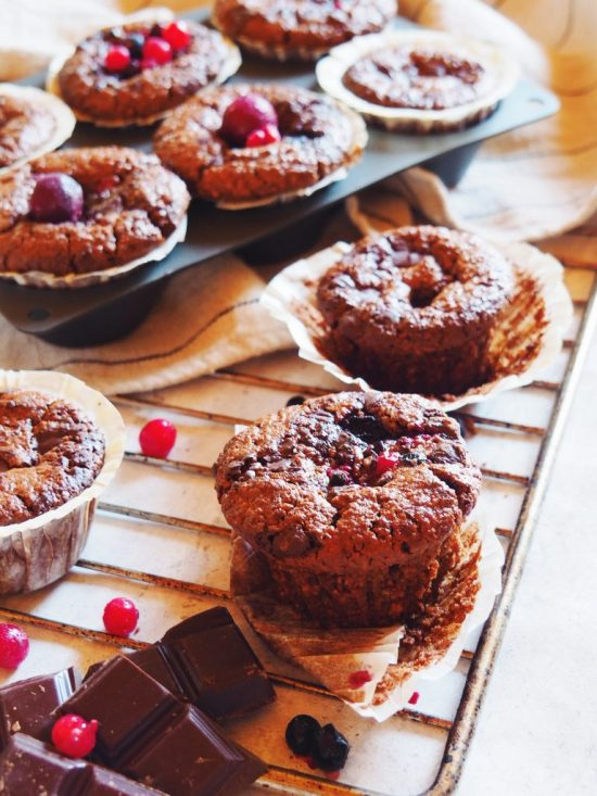Muffins au chocolat et fruits rouges