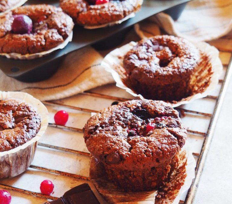 Muffins au chocolat, fruits rouges et purée d'amande (sans gluten, sans oeufs)