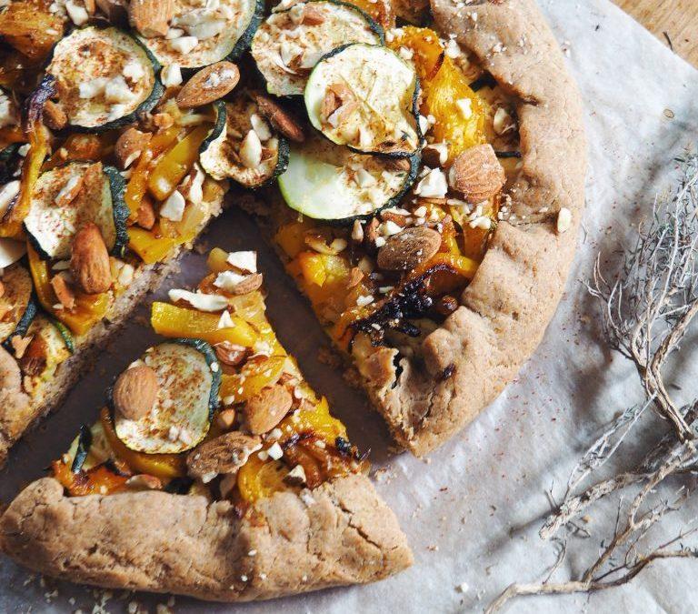 Tarte rustique à la courgette et au poivron, sans gluten, vegan