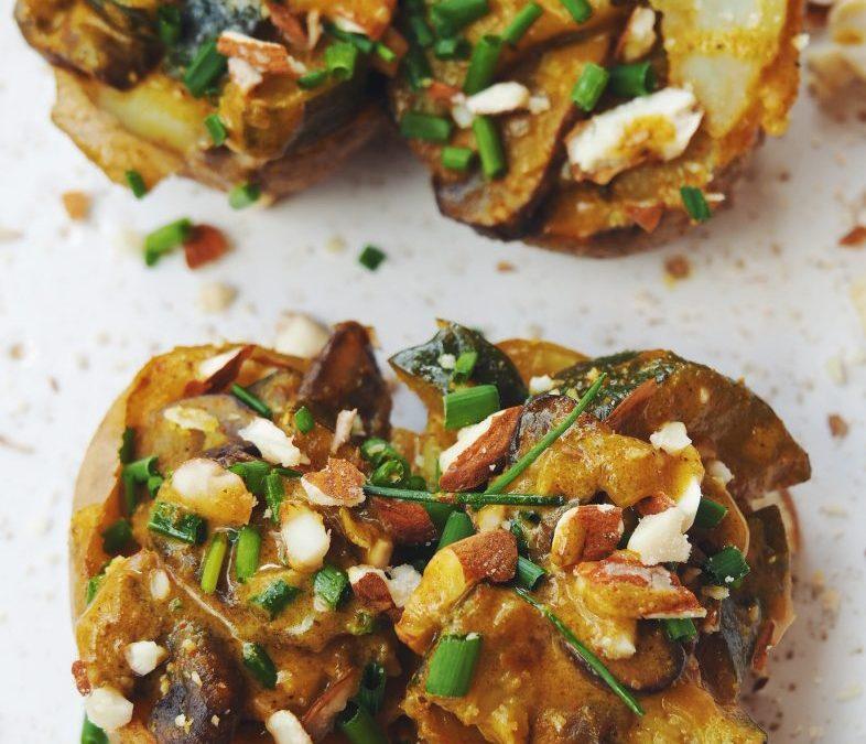 Pommes de terre farcies aux champignons et aux courgettes, sauce coco-curry