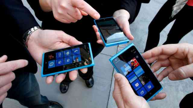 Steve Ballmer reveals how he would do Windows Phone differently