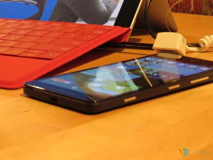 Lumia 950 bottom view.