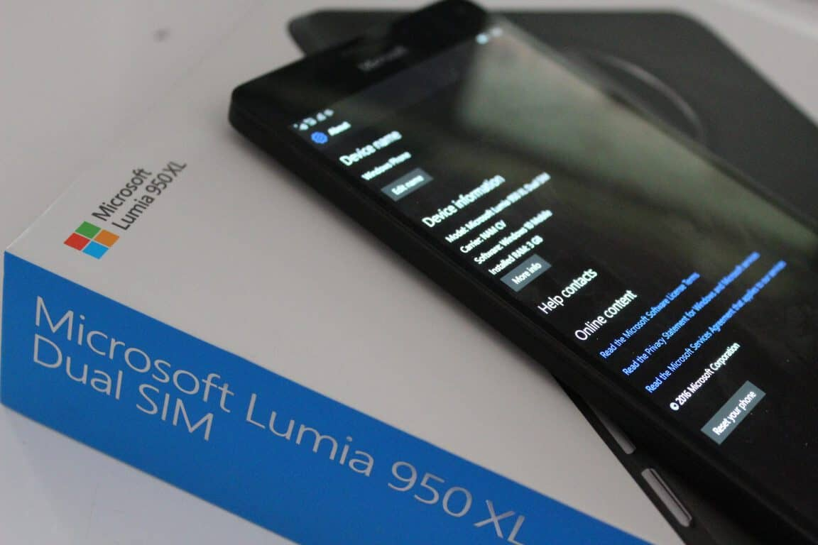 Lumia 950 XL and Box