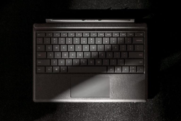 Surface Pro 7 Signature Type Cover