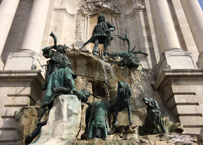 For some reason I really like this fountain, even if it's about a hunting party