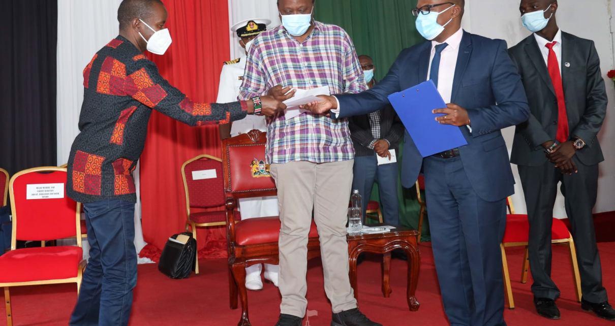 President Uhuru Kenyatta advises boda boda operators to cultivate a strong saving culture to avoid being misused