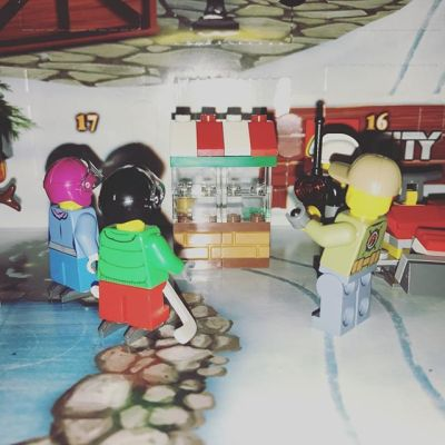 #legocityadvent Day 15: everyone crowds round the new shop that has appeared in the city