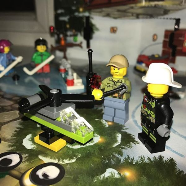 #legocityadvent Day 14: yesterday's city maintenance guy now has an explanation for his control unit - today he has a drone.