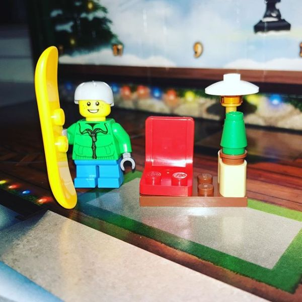 Snowboard not entirely sure what to make of yesterday's #legocityadvent ....