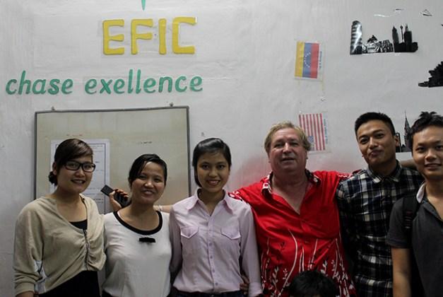 un prof bien particulier dans une école au Vietnam