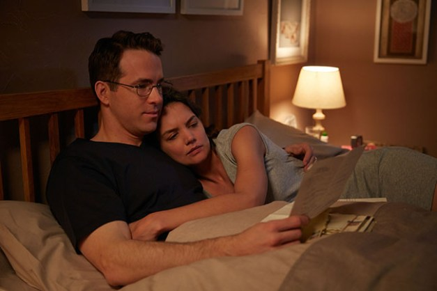(L-R) RYAN REYNOLDS and KATIE HOLMES star in WOMAN IN GOLD