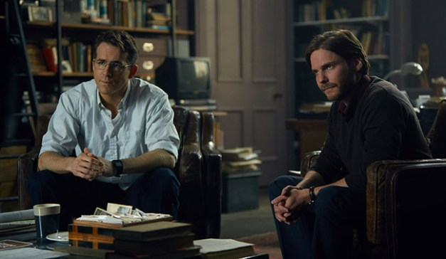 (L-R) Ryan Reynolds and Daniel Bruhl star in WOMAN IN GOLD
