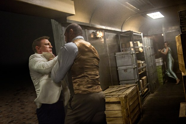 James Bond (Daniel Craig) et Mr. Hinx (Dave Bautista)
