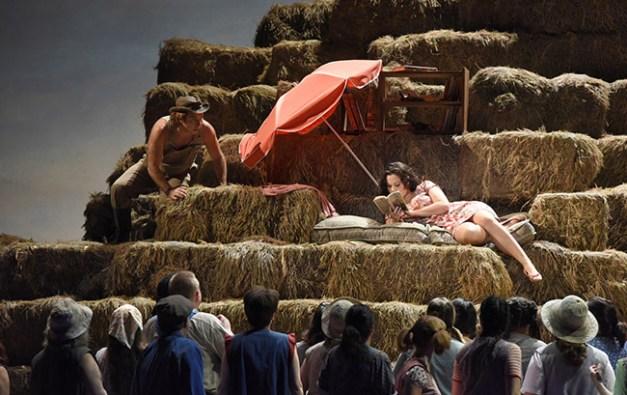 Vincent-Pontet---Opera-national-de-Paris-L-Elisir-d-amore-15-16--c--Vincent-Pontet---OnP--2--1600