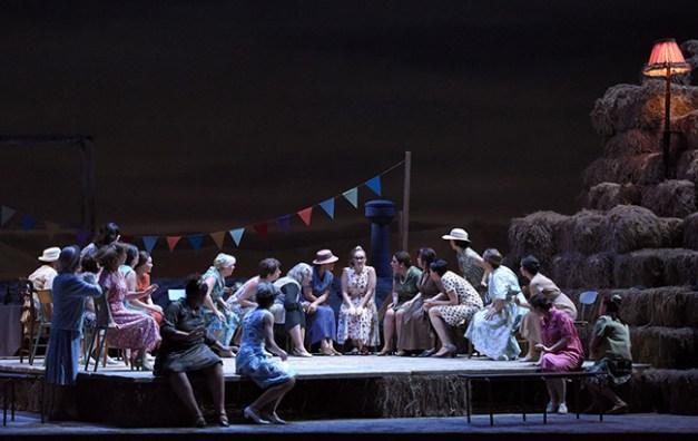 Vincent-Pontet---Opera-national-de-Paris-L-Elisir-d-amore-15-16--c--Vincent-Pontet---OnP--21--1600