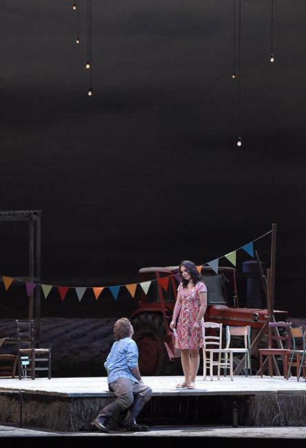 Vincent-Pontet---Opera-national-de-Paris-L-Elisir-d-amore-15-16--c--Vincent-Pontet---OnP--3--1600