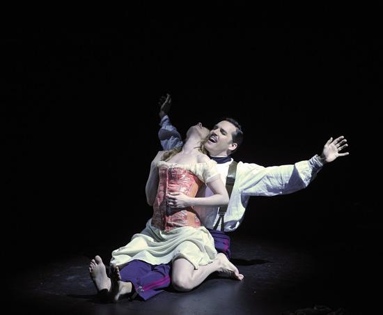 Passion 01a - Erica Spyres (Clara) -Ryan Silverman (Giorgio Bachetti) - ©Théâtre du Châtelet - Marie-Noëlle Robert