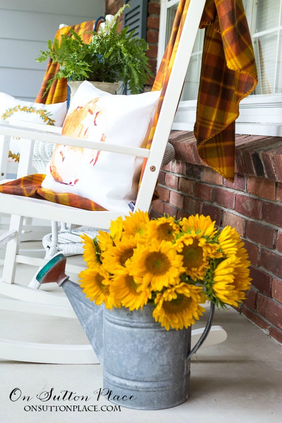 Easy Front Porch Decor for Fall   Tips and ideas for adding autumn decor to your front porch. Pumpkins and cozy throws add a warm and inviting touch.