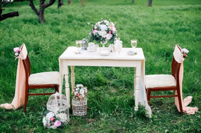 Arrange a romantic table with a fabric centerpiece