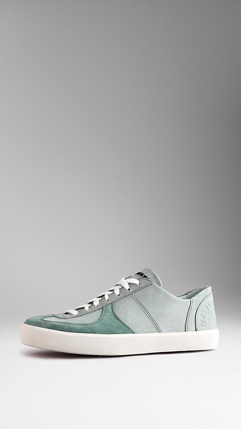 الأحذية الرياضية النسائية المميزة بشعار بربري (3)
