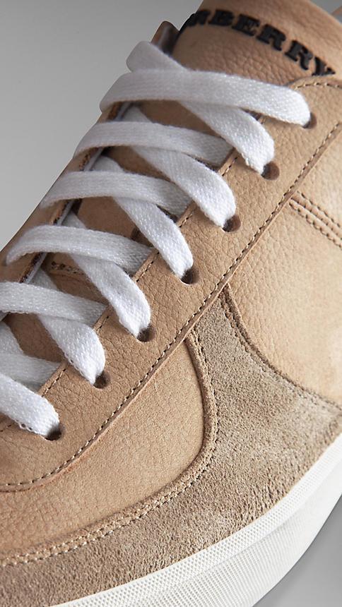 الأحذية الرياضية النسائية المميزة بشعار بربري (6)