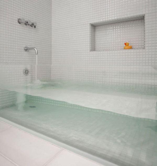حوض الاستحمام الشفاف