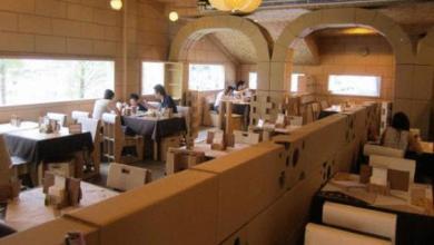 مطعم من الورق المقوى