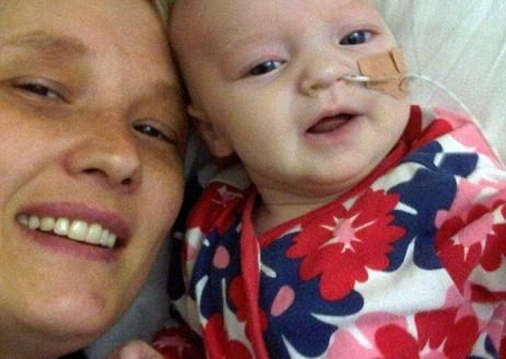 رضيعة بريطانية تشفى من سبعة أورام سرطانية نادرة