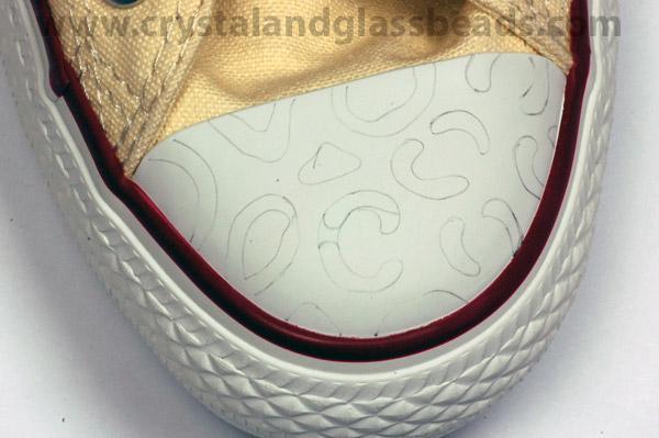 كيف تضيفين تصميم الليبورد ( الفهد المنقط ) بكريستالات ملونة على حذائك ! (5)