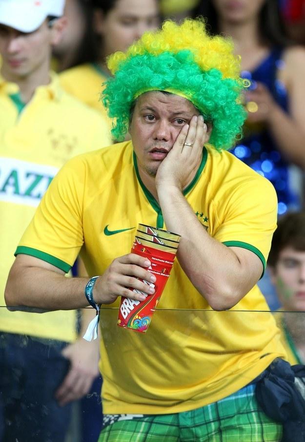 ردة فعل مؤلمة لمشجعي منتخب البرازيل بعد خسارتهم الفادحة أمام ألمانيا (4)
