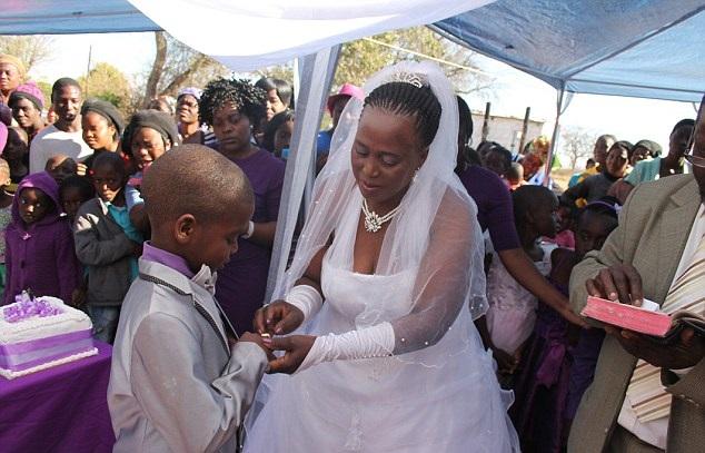 ستينية تتزوج طفل 3