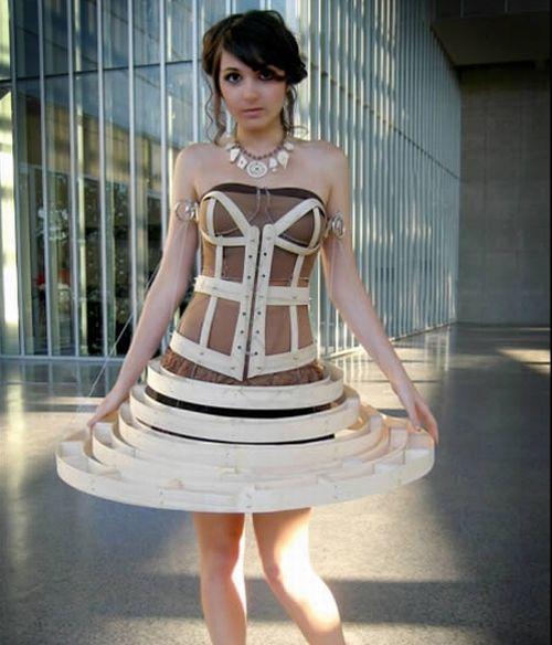 فستان مصنوع من الخشب