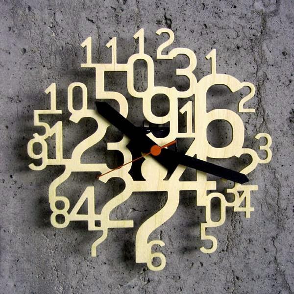 ساعات الحائط والمكتب.12