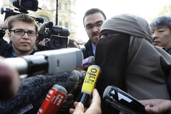إمراة فرنسية تطرد من الأوبرا بسبب نقابها ! (2)