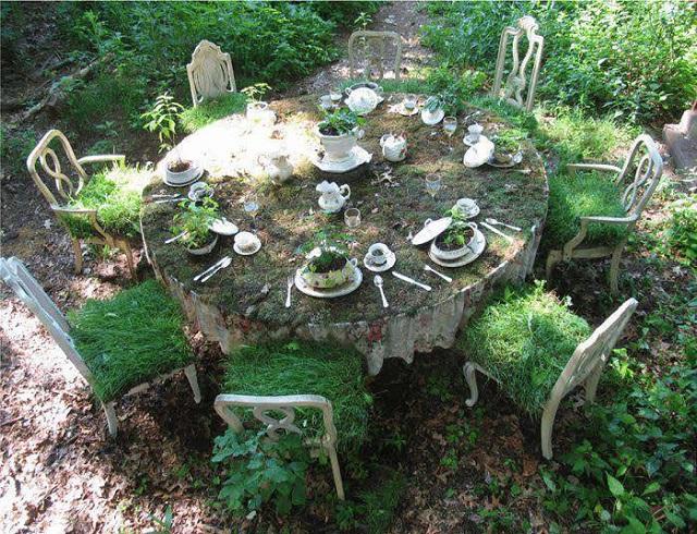 الزراعة بدخل الكراسي و طاولة الطعام القديمة