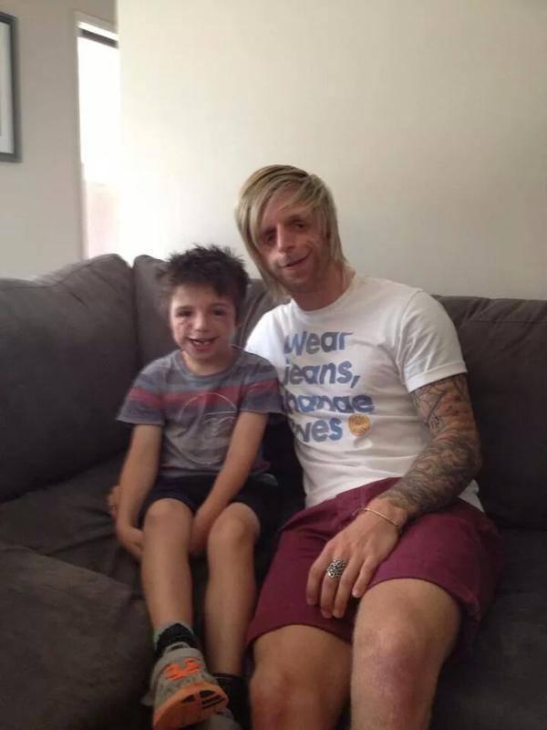 الشاب جونو و طفل