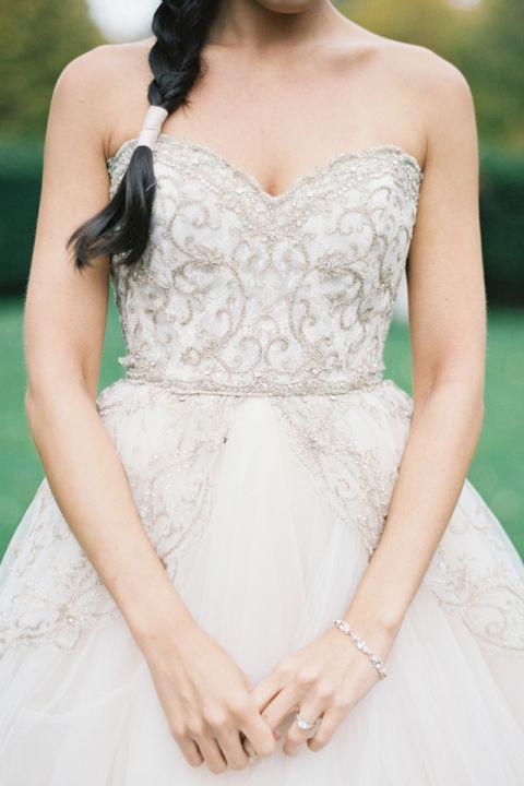 فستان زفاف مطرز بالكريستال