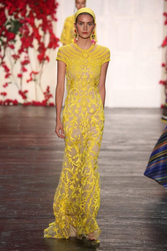 فستان أصفر منسدل