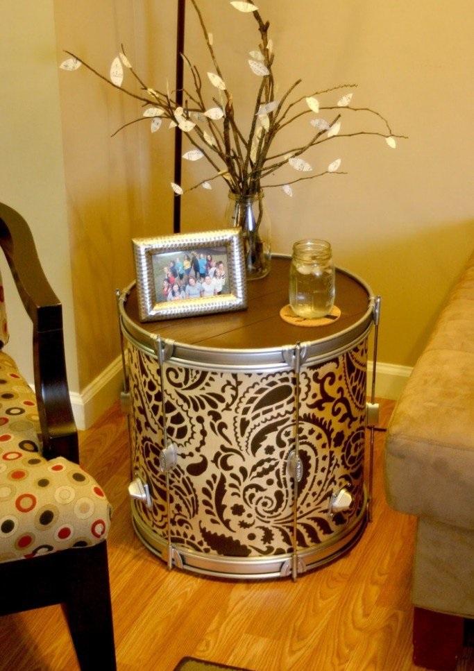 طاولة جانبية بغرف المعيشة
