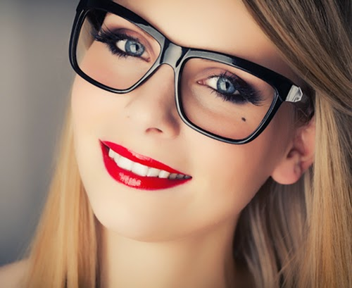 طرق للحصول على مكياج مثالي لمستخدمات النظارات