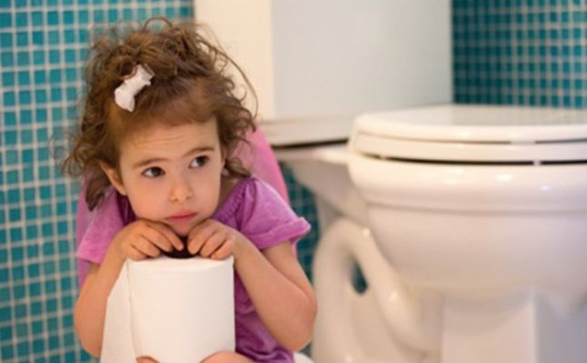 أفضل الطرق لمعاجة مشكلة الإمساك عند الأطفال