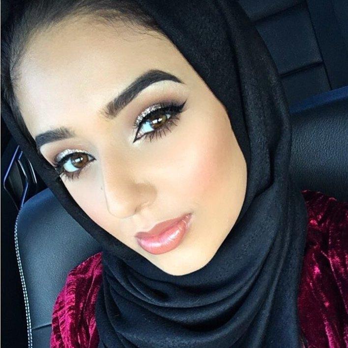 البلوغر المحجبة أنام محمد أستوحي إطلالالتك مع أحدث الصيحات العصرية