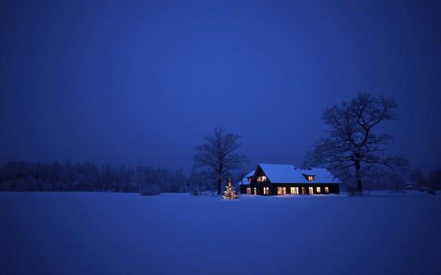 snow-house-christmas