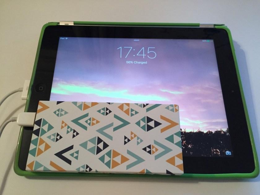 Power Bank charging iPad
