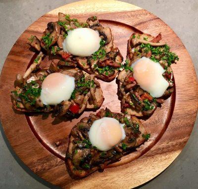 zuurdesembrood met champignons