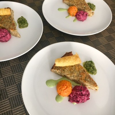 Auberginetaartje scarmorza wortelpuree bieten-fetasalade kappertjessaus2_ontroerendlekker.nl