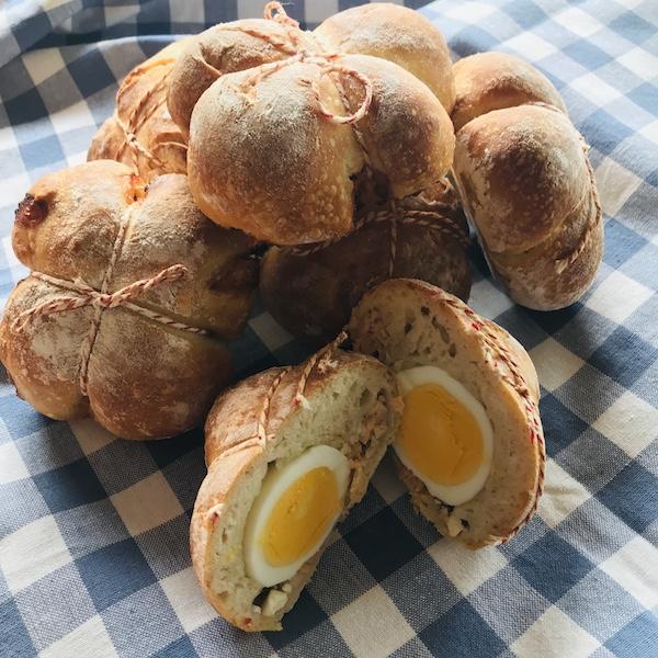 Broodjes gevuld met ei-zalm-feta of ham-kaas-oregano
