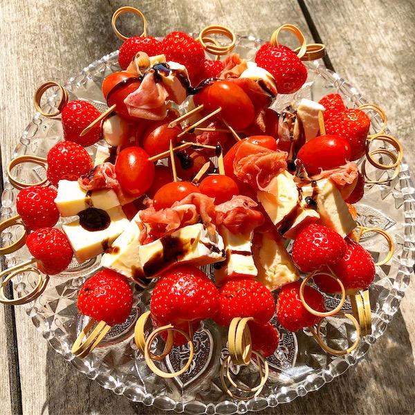 Prikkers met brie, aardbei en crema balsamico