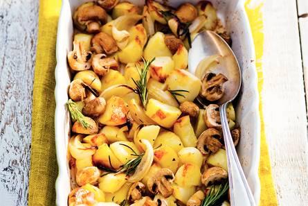 In de schil geroosterde aardappels