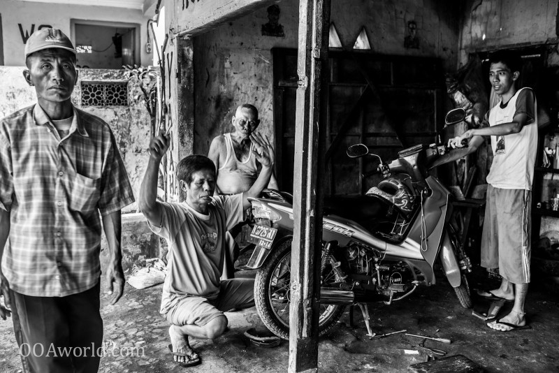 Photo Motorcycle Garage Indonesia Ooaworld